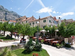 makarska-center-square